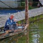 Rybář v přístavu, foto: Leoš Drahota