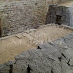 chodba ze sv. Bartoloměje do sv. Víta s hrobem duchovního