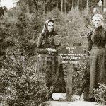 matka a sestra A. Hrůzové na místě vraždy