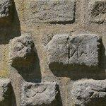 bosované zdivo Hlízové věže s neznámými znaky