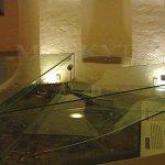 Výstřelem (nesprávně poltergeistem), před přechodem fronty, se ohlásilo nerozbitné sklo v podzemí Letohrádku Hvězda