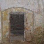 levitující koule ve dveřním otvoru