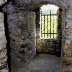 nákladový portálek ve východní stěně