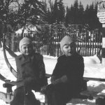 Se sestrou Martou na šmejčku. (Zlatá Studna 1950)
