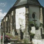 kostel ze zapovězeného místa hřbitova