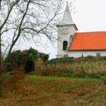 Kostel sv. Martina s hřbitovem v Kostelci nad Labem