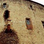 okna královského paláce nad jezírkem