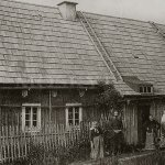 Dobová pohlednice s Josefem Pattermannem před jeho chalupou