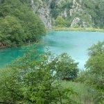 Plitvická jezera z jeskyně z Pokladu na Stříbrném jezeře